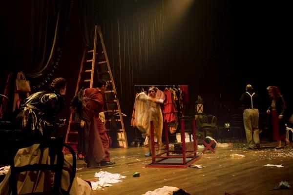 El teatro de toda la vida. 160 años del Solís    Santiago Bouzas