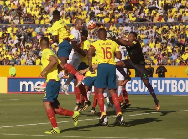 Ecuador 1-2 Perú || AFP