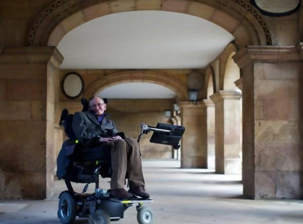 Durante la promoción del documental sobre su vida, Hawking (ANDREW COWIE / AFP)