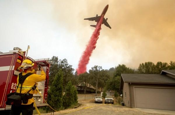 Lucha contra incendios en California || AFP