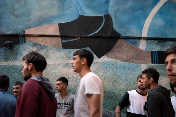 Ingreso de jugadores a la asamblea de la Mutual. || Ricardo Antúnez / adhocFOTOS