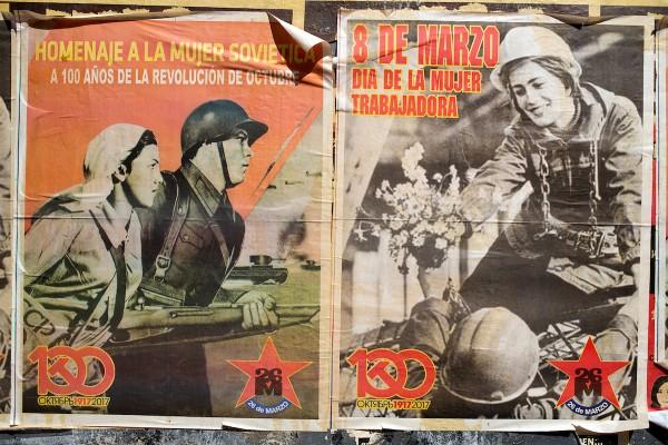 Afiches sobre el Día de la Mujer del Movimiento 26 de Marzo. Av.18 de Julio, Montevideo, 7/3/2017. || Ricardo Antúnez / adhocFOTOS
