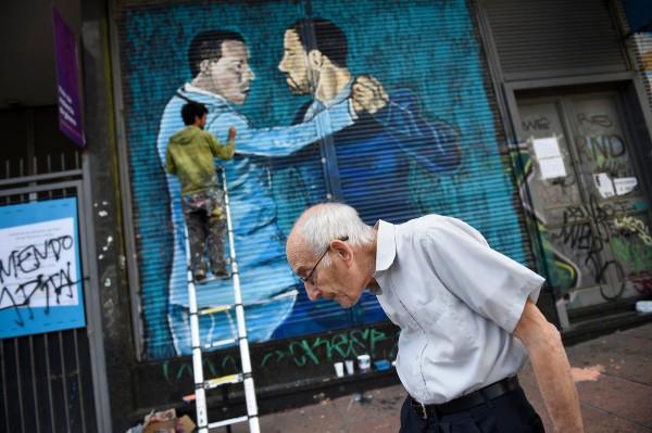 Intervencion artistica de cortinas metalicas, Galería de arte a cielo abierto, avenida 18 de Julio. || Nicolás Celaya /adhocFOTOS