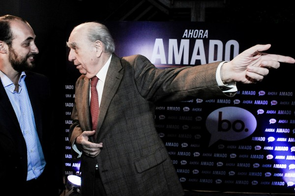 Fernando Amado y Julio María Sanguinetti durante el lanzamiento de su precandidatura presidencial por el Partido Colorado. || Javier Calvelo/ adhocFOTOS