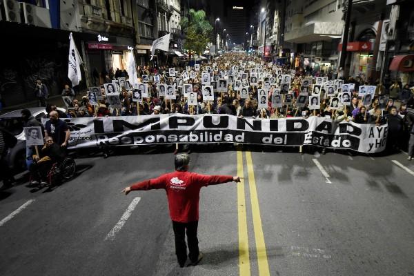 22 Marcha del Silencio or la avenida 18 de Julio, en Montevideo. || Nicolás Celaya /adhocFOTOS