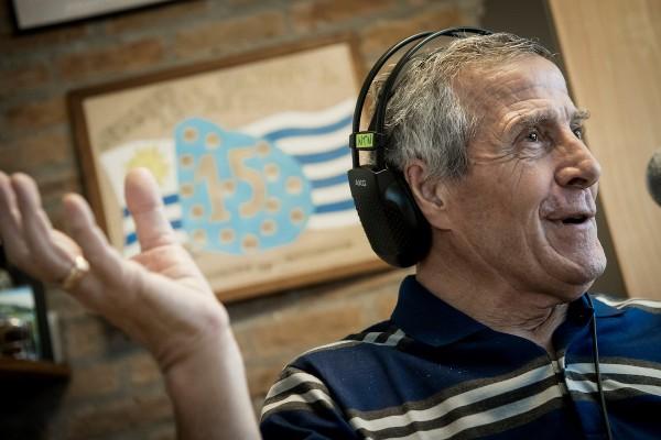 Óscar Tabárez en entrevista en el Complejo Uruguay Celeste. || Javier Calvelo/ adhocFOTOS