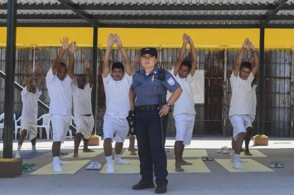 EL SALVADOR - Nicol Gomez, guardia de cárcel    AFP