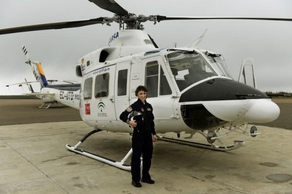 ESPAÑA - Carla Rozalen, piloto de helicóptero    AFP