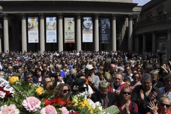 El velorio se realizó en el Teatro Solís    PABLO PORCIUNCULA / AFP