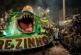 Portal 180 - Cadena de accidentes cuestiona el gigantismo de los desfiles de Rio