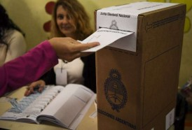 Portal 180 - Argentinos votan en legislativas; Macri a la cabeza en sondeos