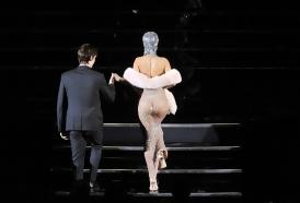 """Portal 180 - Rihanna """"brilla"""" en los premios de la moda"""