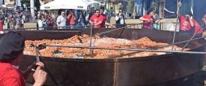 """Portal 180 - Récord Guinness a """"la cazuela de garbanzos más grande del mundo"""" que pesa 2.965 kilos y la hicimos en Uruguay"""