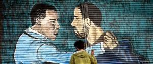 Portal 180 - Artistas intervinieron las cortinas metálicas de 18 de Julio