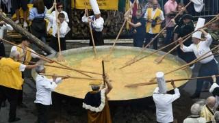 Bélgica desafía la crisis de los huevos con un omelette gigante   180
