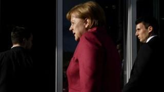 Futuro político de Merkel en peligro por crisis sin precedentes | 180