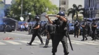 Incidentes en Buenos Aires previo a voto de reforma jubilatoria | 180