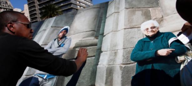 Portal 180 - Imitadores de Artigas en la Plaza Independencia