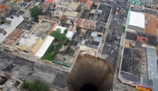 Casa se hunde en Guatemala