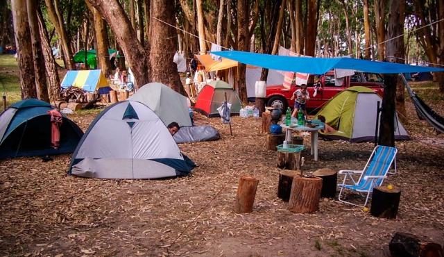 11 personajes que nunca faltan en un camping uruguayo