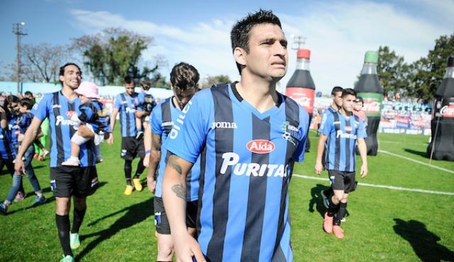 Carlos Bueno reemplazará a Sebastián Abreu en Santa Tecla