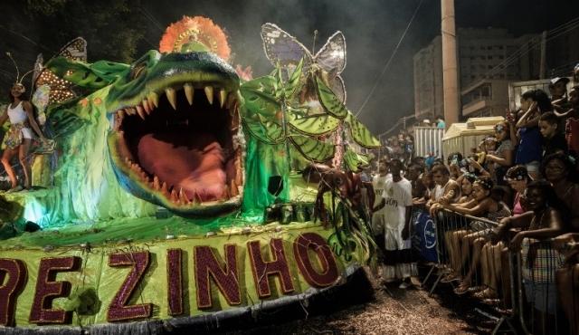 Cadena de accidentes cuestiona el gigantismo de los desfiles de Rio