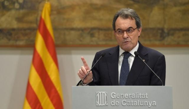 Artur Mas inhabilitado dos años por organizar referéndum independentista catalán