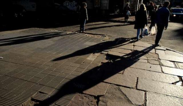 Pobreza e indigencia tuvieron leves caídas en 2016