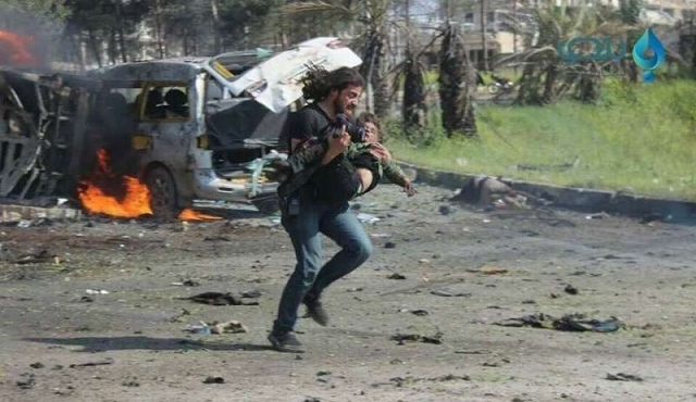 """La historia detrás del """"héroe de Alepo"""", un fotógrafo que salvó vidas"""