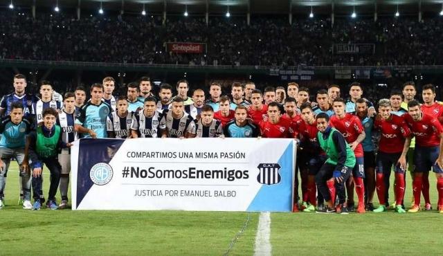 Plantel de Belgrano acompañó a Talleres en homenaje por muerte del hincha