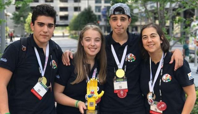 Liceales de Tala premiados en competencia mundial de robótica