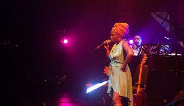 Una nueva visión del candombe con una mujer al frente