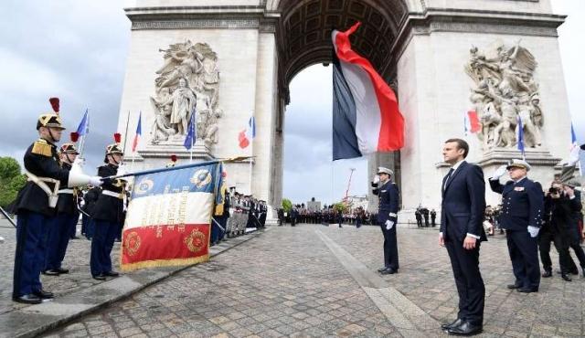 """Macron asume para """"devolver la confianza a los franceses"""" y """"relanzar"""" la UE"""