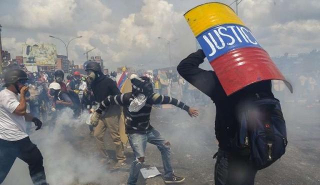 """Integrantes de la """"Generación 83"""" piden democracia plena en Venezuela"""