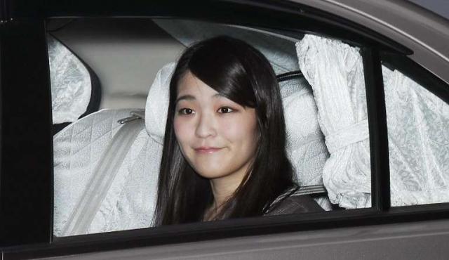 Princesa de Japón renuncia a su título de nobleza para casarse con un plebeyo