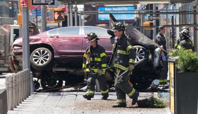 Un muerto y 12 heridos en accidente de automóvil en Times Square