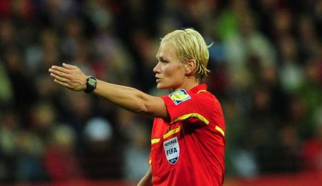 Steinhaus, primera mujer que arbitrará en una de las grandes ligas europeas