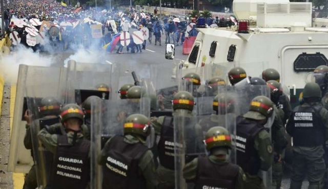 """Leopoldo López llamó a militares a """"rebelarse"""""""