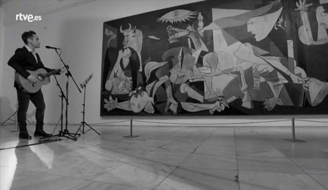 """Drexler cantó frente al """"Guernica"""" una canción en su honor"""
