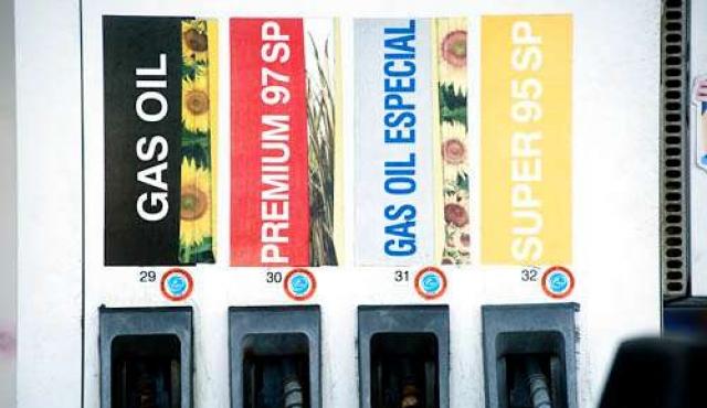 Vázquez anunció que bajará el precio del gasoil