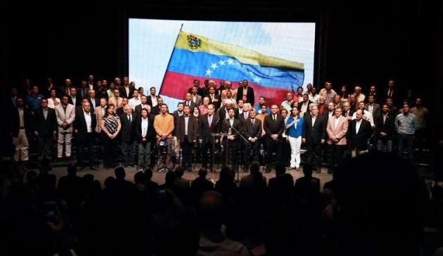 Oposición venezolana anuncia plebiscito sobre Constituyente