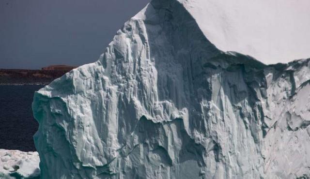 Un enorme bloque de hielo está a punto de despegarse de la Antártida