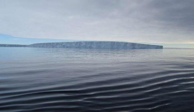 El iceberg gigante no pasará por la Base Artigas