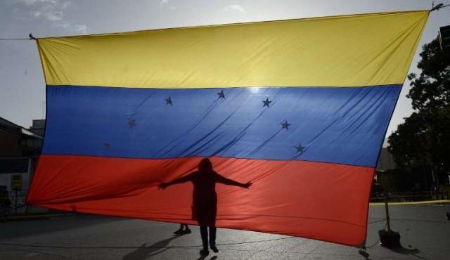 Oposición votará en plebiscito simbólico como ofensiva final contra Maduro