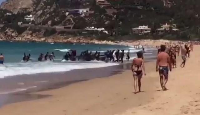 Registraron la llegada de una patera a una concurrida playa de Cádiz