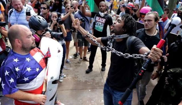Charlottesville, supremacistas blancos vuelven a generar caos y muerte