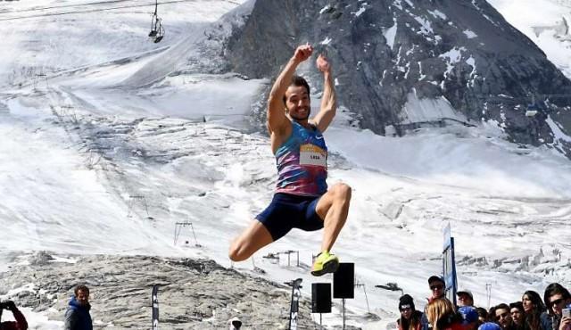 Lasa saltó 8,18 a 3032 metros de altura