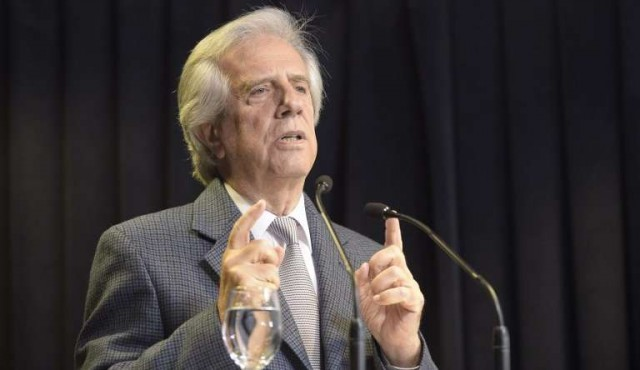 Vázquez anunció regulación del uso de tarjetas corporativas
