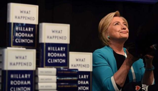 Clinton lanza memorias y responsabiliza a Rusia por derrota ante Trump