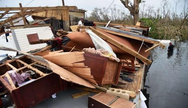 Puerto Rico inundado comienza recuento de daños dejados por María